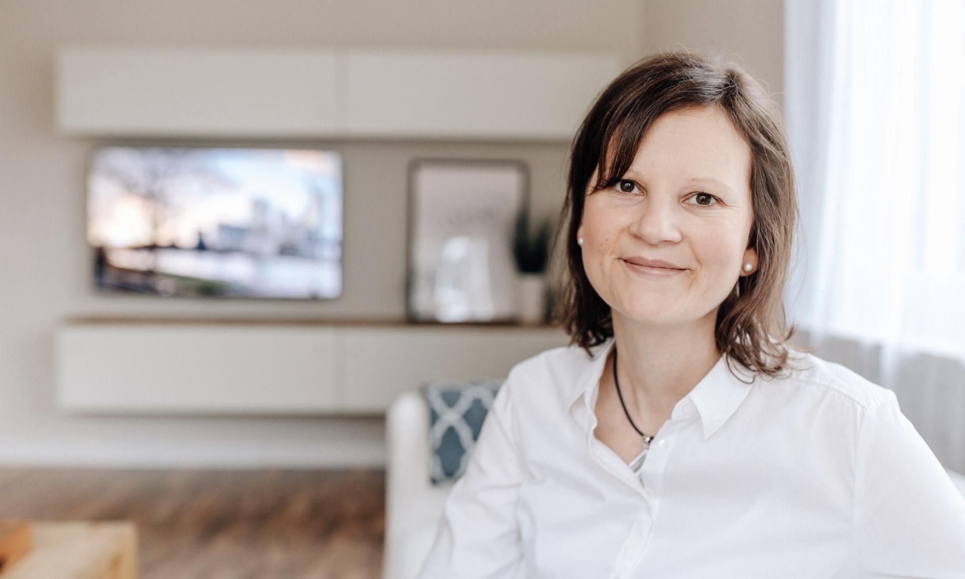 Portrait Kirsten Wagner im Raum