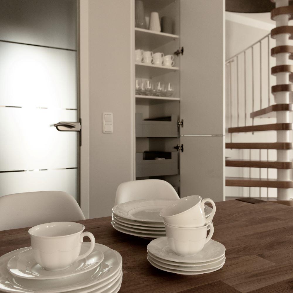 Hack 5, Esszimmer mit Küchenschrank von Nolte in Nische verbaut